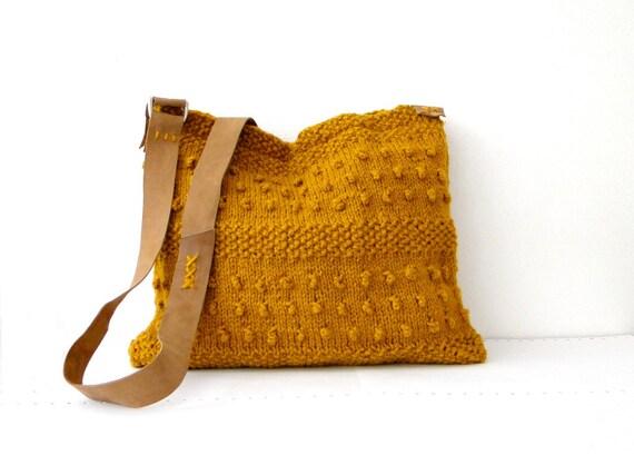 Knitted messenger bag dark mushtard