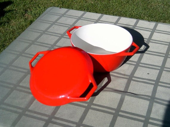 Bright Red Soup/Dutch Oven Pan