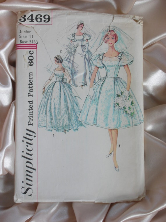 Vintage 1960s Wedding Gown or Prom Dress Pattern 11/31.5