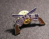 VtG GUNS pin crossed WESTERN Enameled Tack