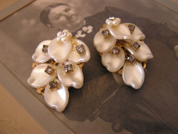 VtG LERU Pearly White Leaves Rhinestones Earrings THERMOSET Unique Bride
