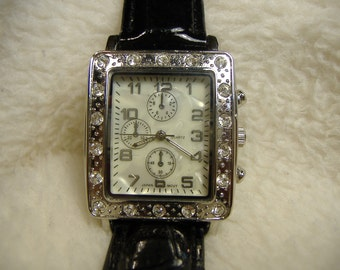 Vintage 1980s Mother of Pearl Quartz Watch
