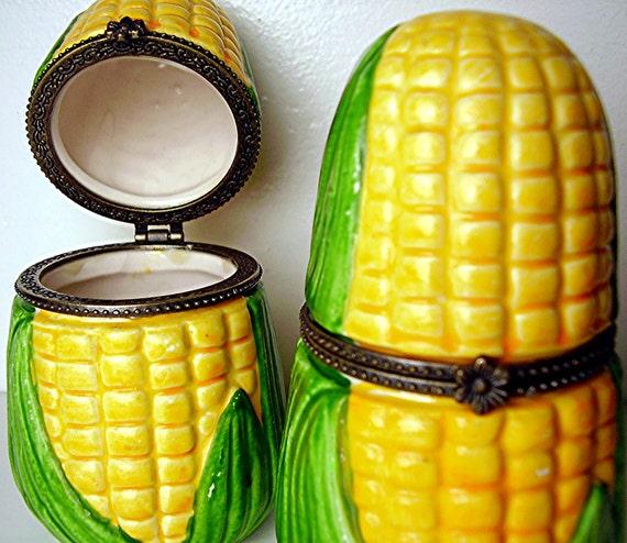 Vintage Corn Cob Trinket Boxes Pair Kitschy Art Pottery