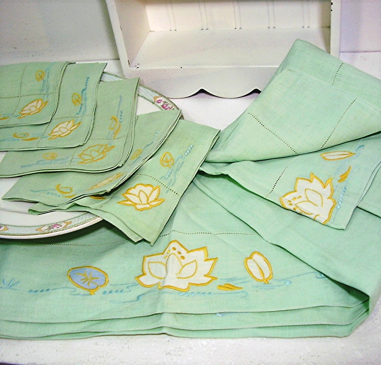 Vintage table linens mint green yellow lotus by for Table linens