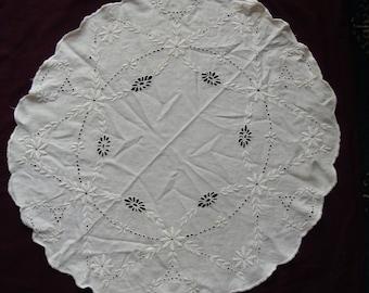 Vintage Whitework Mat / Embroidered Flowers Scalloped Edges