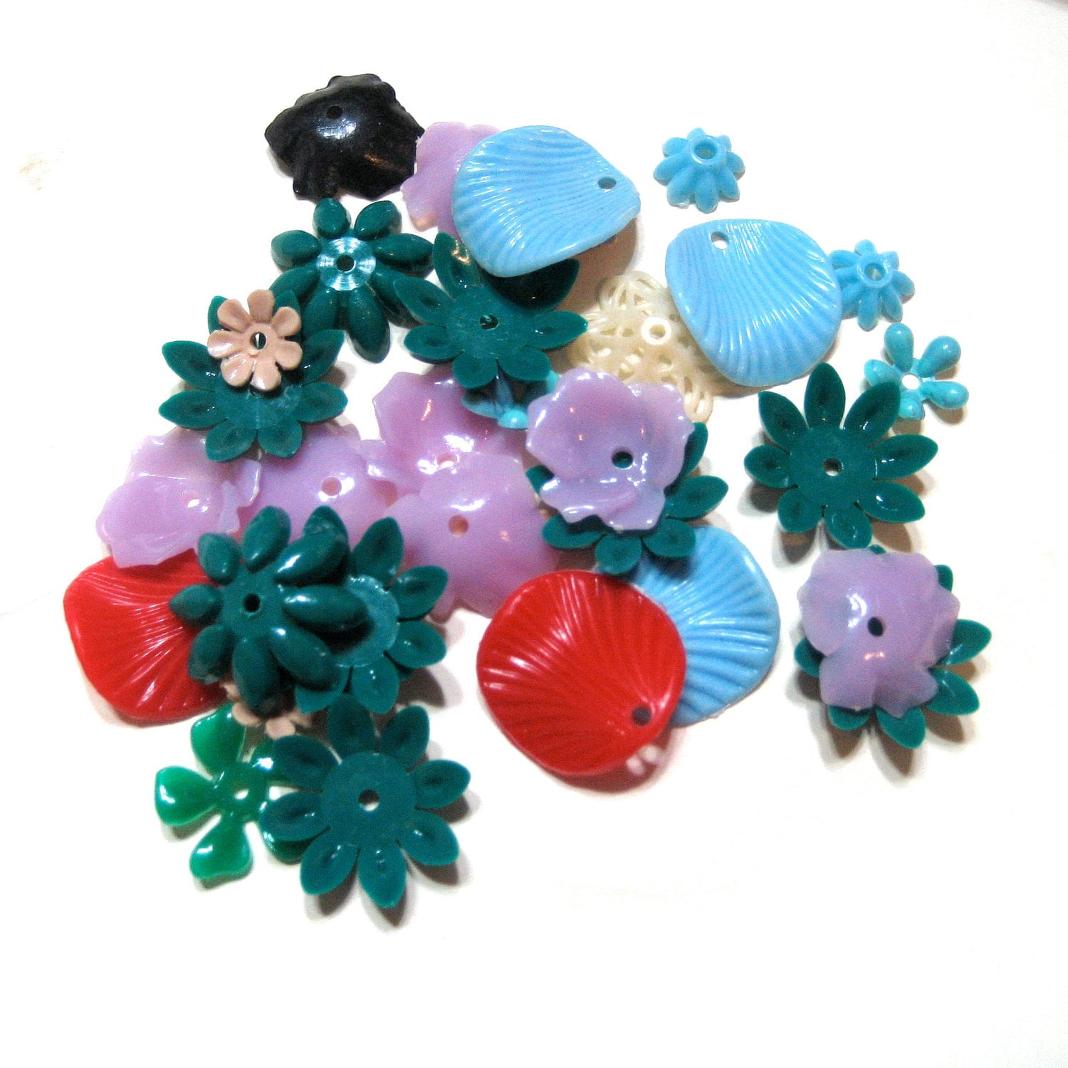 Vintage Plastic Stacking Flower Beads Mix / Charms / Bead Caps