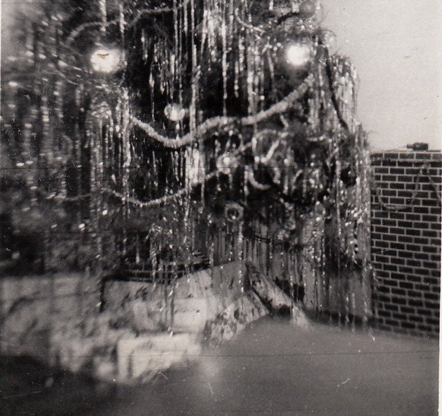 Story Behind Christmas Tree: Christmas Tree Lots Of Tinsel And Presents SET Of 3 1940s