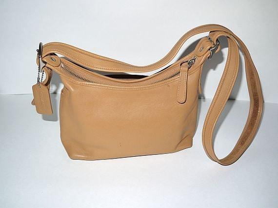 Vintage authentic Coach purse handbag / cross body crossbody / hobo / British tan