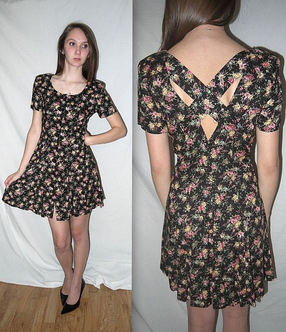 manic monday .... Vintage 80s cage back mini dress // 90s floral revival / grunge / fit flare / romantic floral   ... XS S / bust 32
