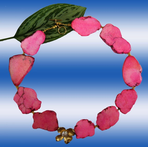 Hot Pink Turquoise Stones  and Goldplated Flower  Necklace XL