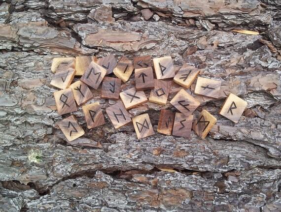 Marbled Walnut Rune set - Elder Futhark