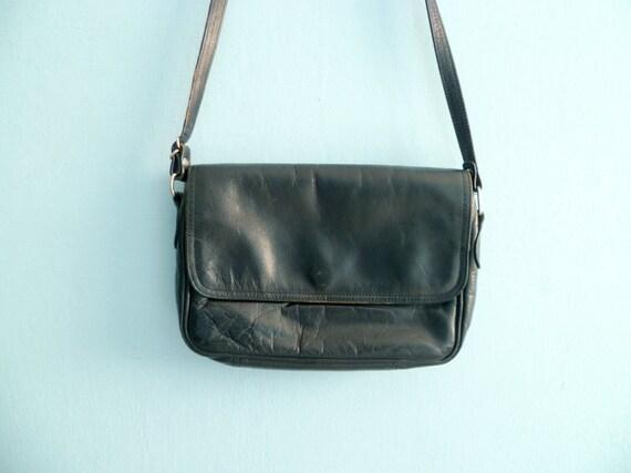 Vintage blue leather bag purse / shoulder bag / crossbody / soft / long strap / rectangular