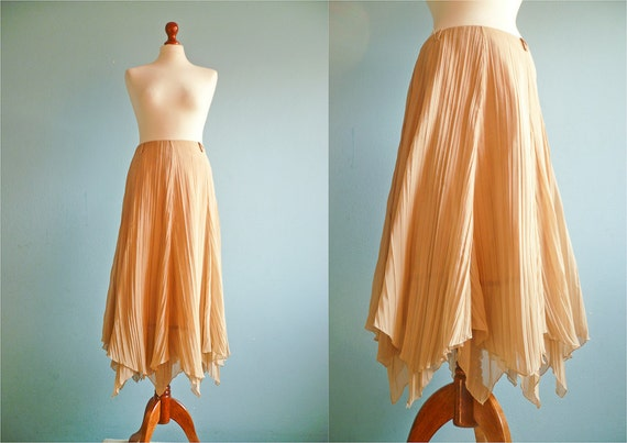 Vintage flowy skirt / peach / pleated / medium