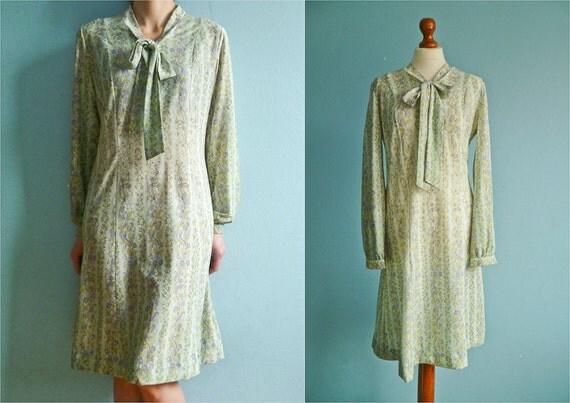 Vintage pastel dress / 50s 60s dress / day dress / floral print / mint  seafoam / long sleeves / medium