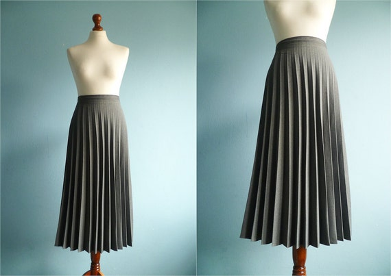 Vintage grey skirt / maxi long / with accordion pleats / high waisted / size plus / large