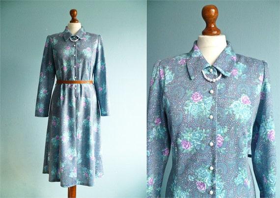 Vintage Floral Dress Blue Pastel / Buttoned Top / Long sleeve /  Collar / Classic Day Dress / Shirtdress / Midi / medium