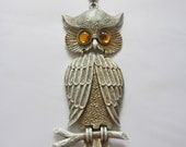 Rare Vintage 1970s White & Gold Movable Metal Owl Necklace with Amber Eyes