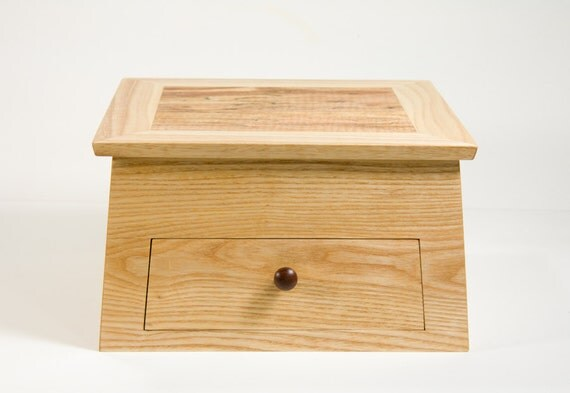 Jewelry box crafted with spalted, quilted maple lid