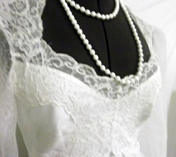 lace wedding dress / 1980s / something old