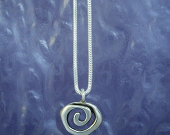 Small Spiral Pendant PE78