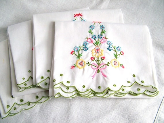GUEST hand TOWELS /  EMBROIDERY  work / set of 4 / cotton /  scalloped edge