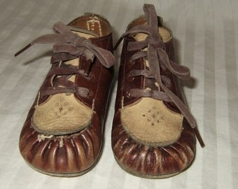Vintage baby shoes vintage baby moccasins toddler leather lace up moccasins size 2c 1943 baby shoes antique baby shoes vintage saddle shoes