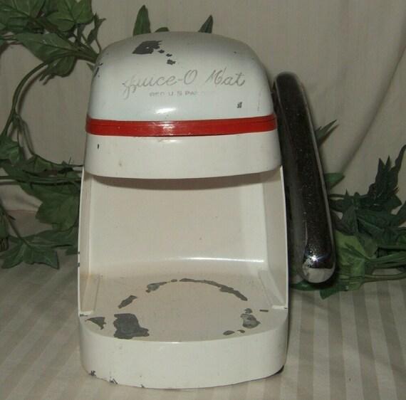 Vintage Juice-o mat juicer, Rival, citrus, orange,lemon juicer, art deco juicer, shabby chic juicer.  Cont. US shipping included