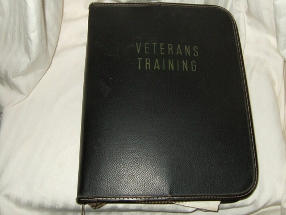 vintage paperwork WWII veterans training binder 3-ring binder with zipper and historical contents