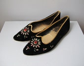 vintage bejeweled black velvet genie slippers sz 6 Mr Thom Budoir Slippers