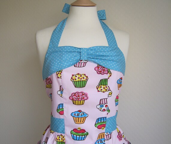 Retro apron with bow, Cupcakes pattern. 1950s inspired, fully lined.