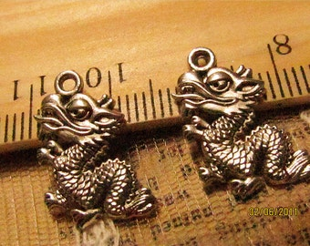 30% off-18 pcs Chinese Dragon charms-F377