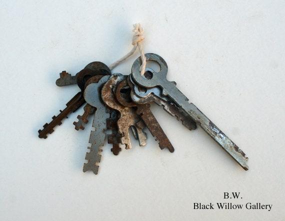 12 Lot Vintage Keys steampunk Collectible Display Art skeleton