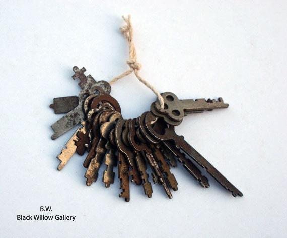 20 Lot Vintage Keys steampunk Collectible Display Art skeleton