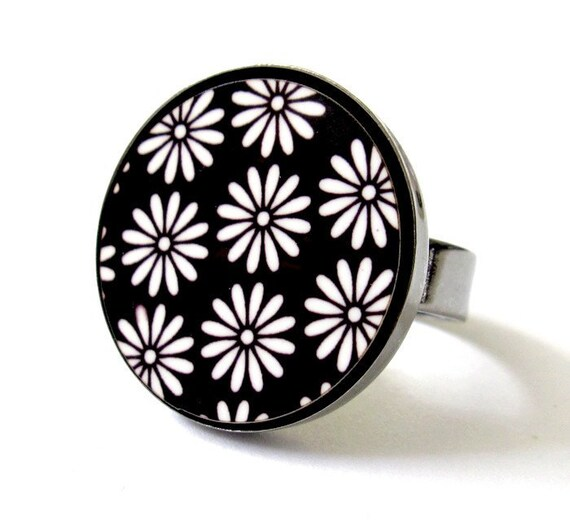 Daisies In Black And White Ring - Flower Jewelry - Statement Jewelry - Nature Jewelry - Floral Jewelry - Daisies Jewelry