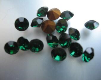 Vintage Swarovski Emerald Rhinestones Art.1100 ss29 6.14-6.32mm QTY - 6