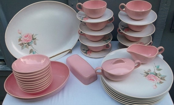 Vintage 38 piece set of pink and white melmac dishes rose - Cuisine rose pale ...