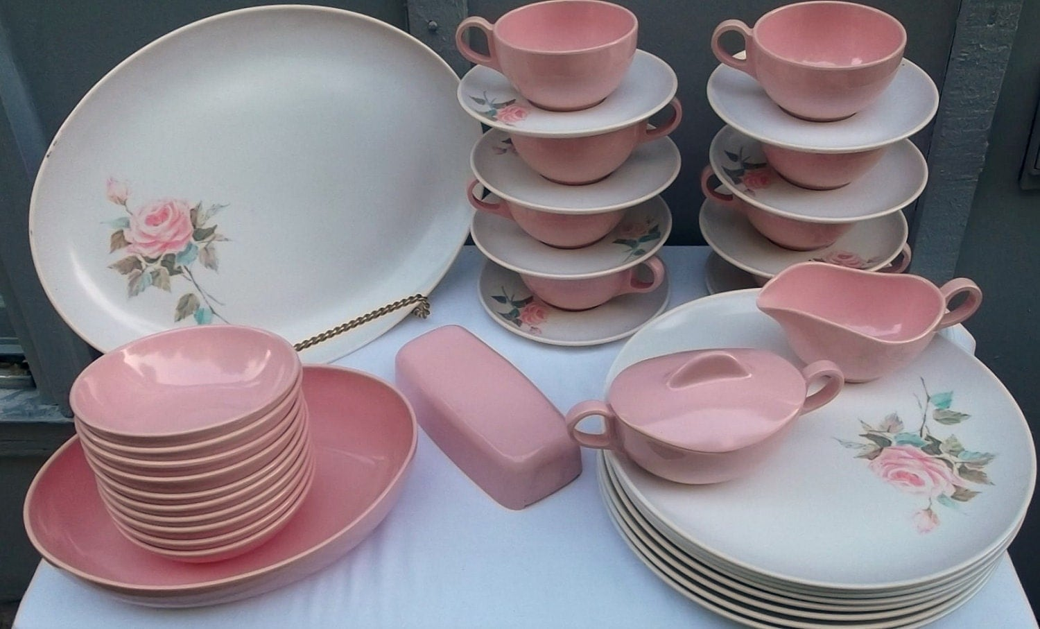 Vintage 38 piece set of pink and white melmac dishes rose for Cuisine rose