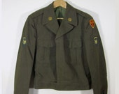 1950s U.S. Army Ike Jacket - Military Uniform Collectible - Anti-Aircraft Artillery Patch & Pinback - 38L - REDUCED