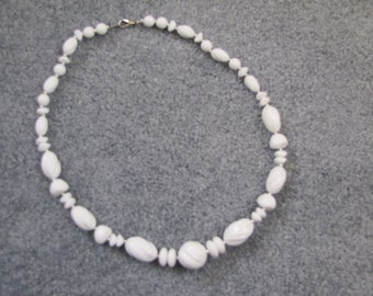 Vintage chunky white and silver plastic beaded necklace
