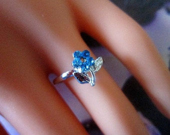 Vintage Silver Ring With Blue Crystal Flower - Size 6.5 -R-036