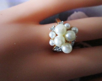 Vintage Gold Ring With Pearls and Crystals - Size 6.5 - R-031