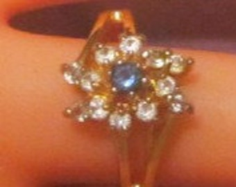 Vintage Gold Ring With Crystals - Size 5.25 - R-053