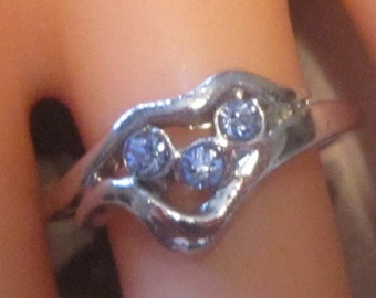 Vintage Heart Ring With Blue Crystals - Size 6.25 - R-021