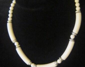 VINTAGE White Bead Necklace - White Beaded Necklace - Beaded Necklace - White Necklace - Necklace White