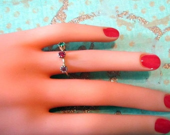 Vintage Gold Ring With Multicolor Rhinestones - Size 5.25 - R-110