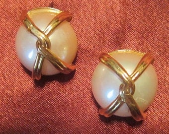 Vintage Erwin Pearl Pierced Pearl Earrings