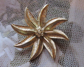 VINTAGE Gold Flower Brooch With Rhinestones - Flower Pin - Floral Brooch - Flower Brooch - Gold Brooch - Gold Pin - Gold Flower Pin