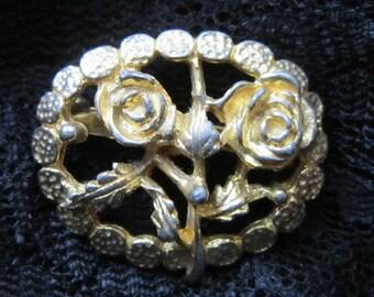 VINTAGE Gold Flower Oval Brooch