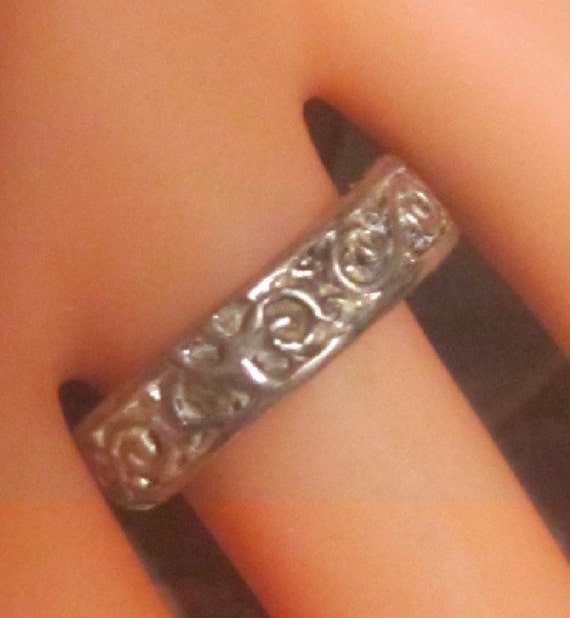 Vintage Silver Embossed Band - Size 7.5 - R-077