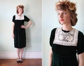vintage 1930's forest green velvet dress with white crochet lace collar / size xs - s